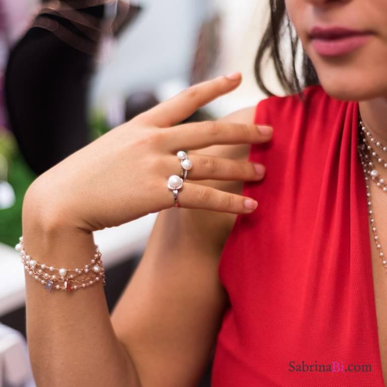 Anello regolabile argento 925 perla bianca e corolla Zirconi