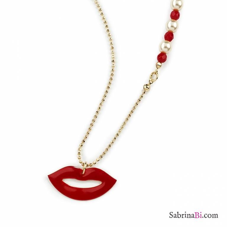 Collana lunga oro con pendente labbra e perle Lips