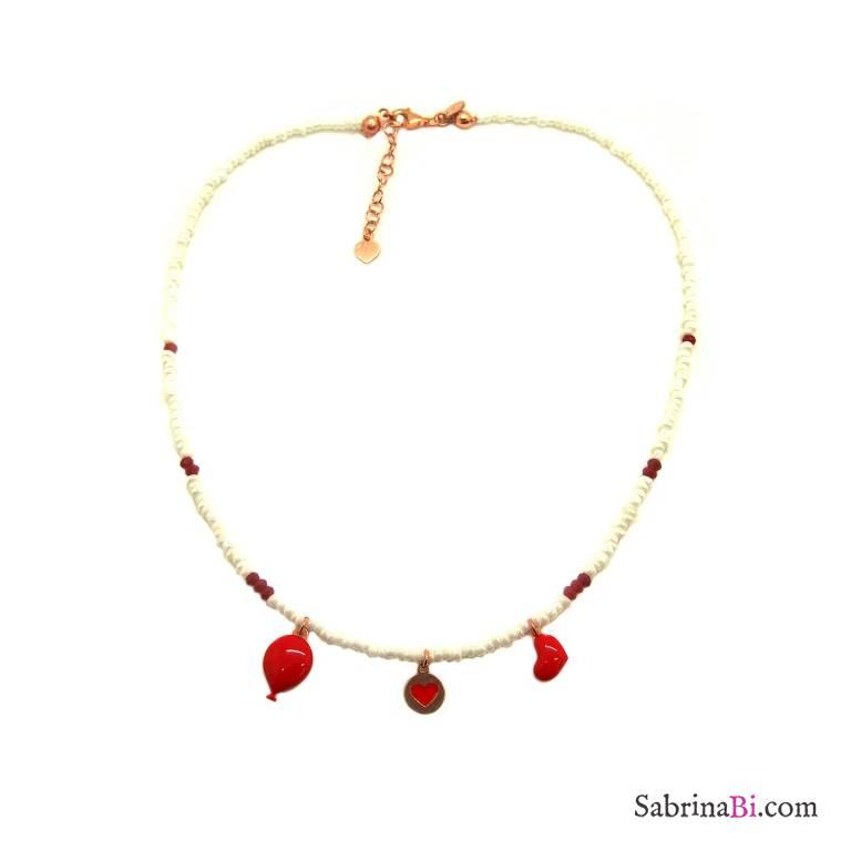 Collana micro perline bianche e charms smalto rosso
