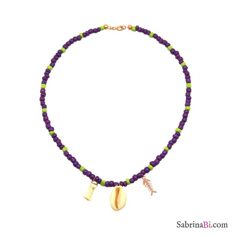 Collana perle di vetro viola e verde lime con conchiglia e lisca di pesce