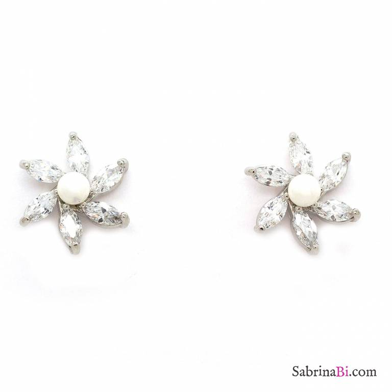 Swarovski crystals flower stud earrings  d1f8f9826