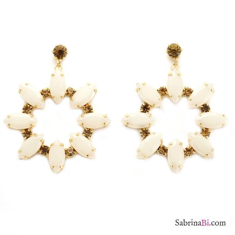 Orecchini dorati pendenti a cerchio fiore cristalli bianchi