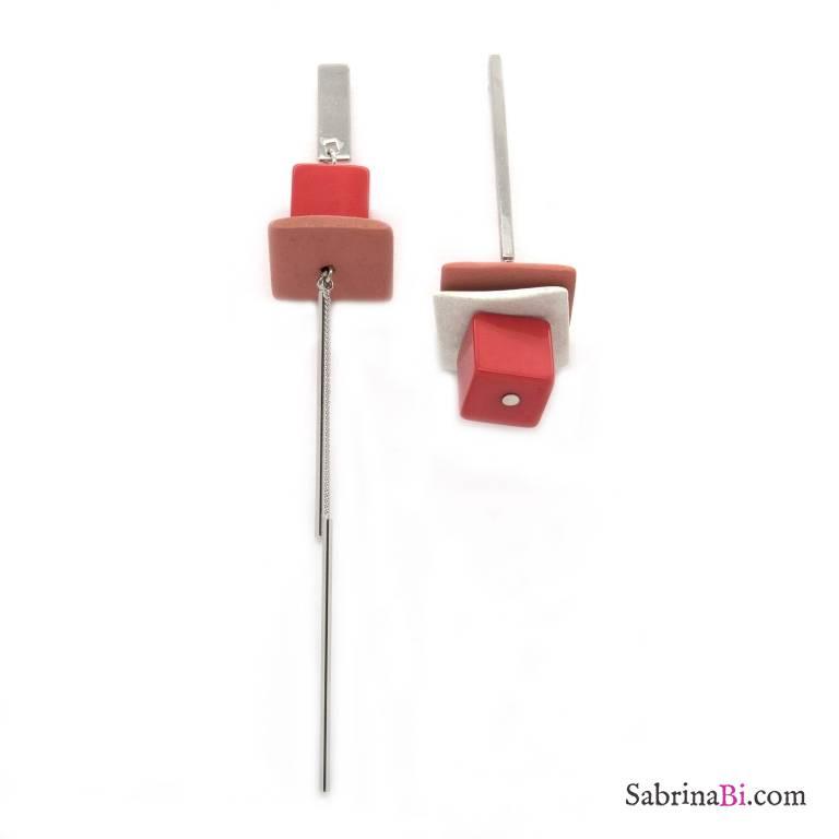 Orecchini pendenti asimmetrici argento elementi rossi