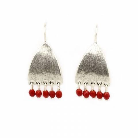 Orecchini pendenti corti placca argento e perline rosse