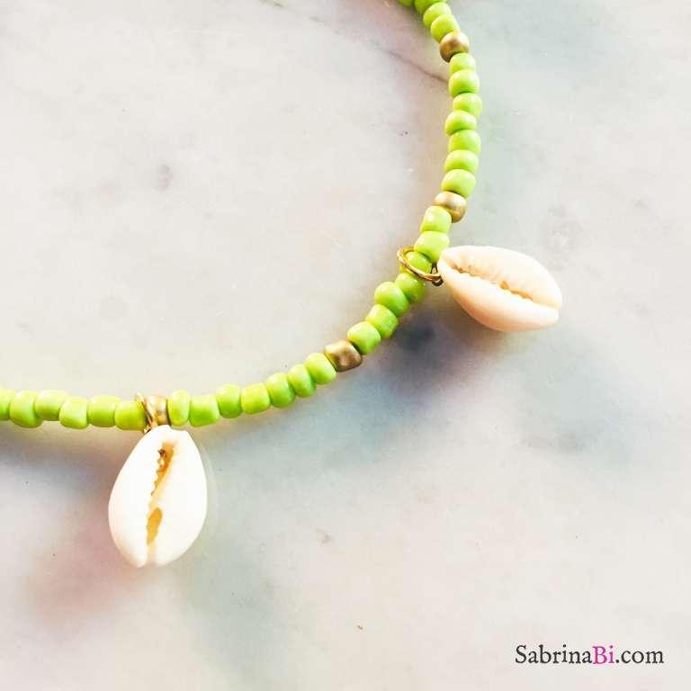 Cavigliera perle di vetro verdi e oro con conchiglie