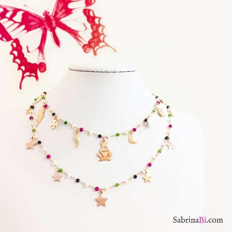Collana girocollo rosario argento 925 oro rosa perle, pietre dure multicolor e charms