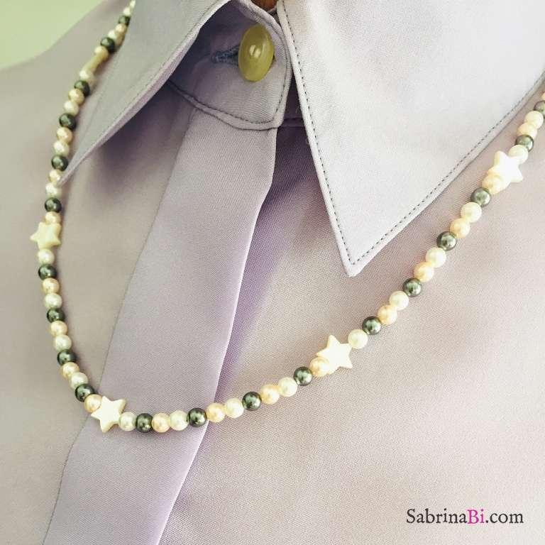 Collana media lunghezza perle tricolore e stelle