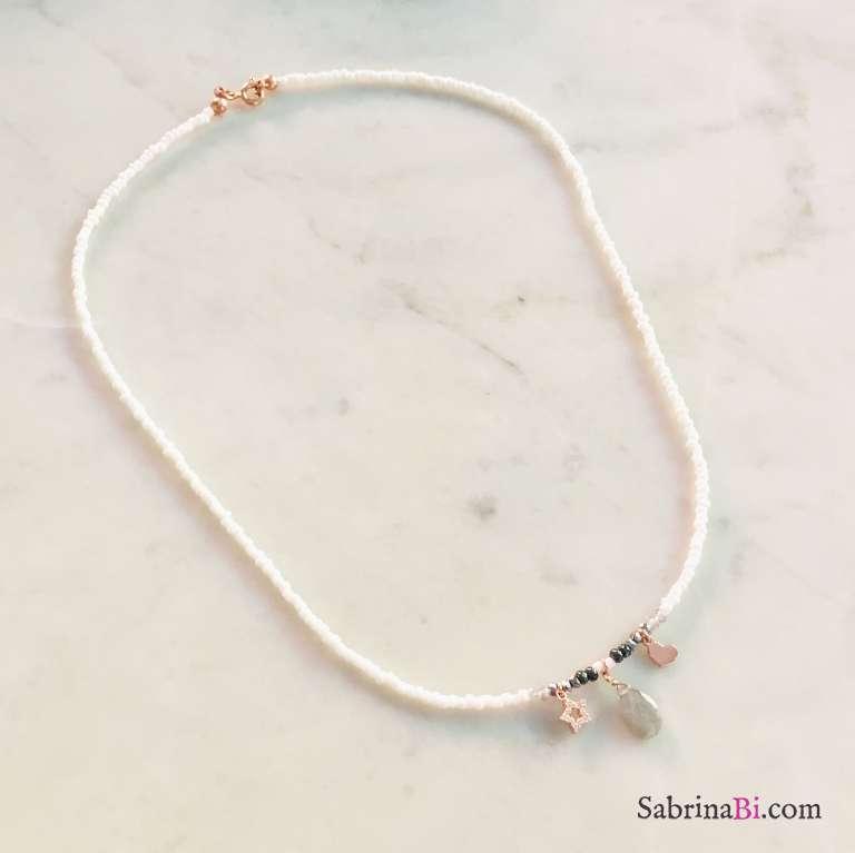 Collana perline bianche con Labradorite, stella e cuore