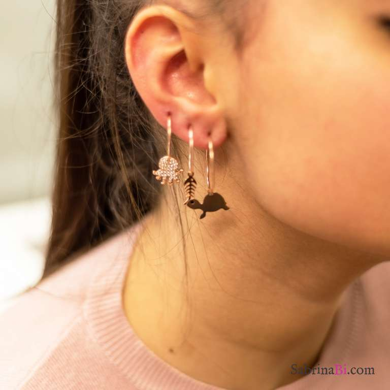 Mono orecchino cerchio filo 1,5 cm. argento 925 oro rosa + charm Zirconi a scelta