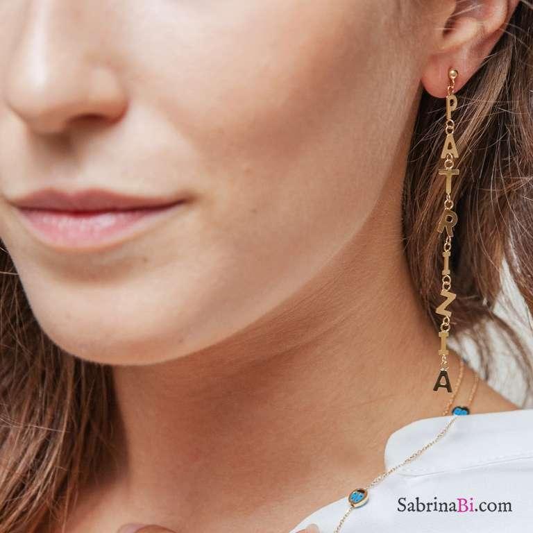 Mono orecchino oro 9K con 5 lettere pendenti