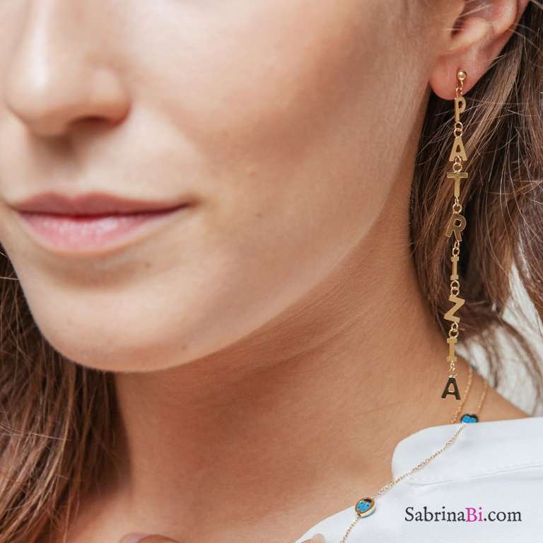 Mono orecchino oro 9K con 6 lettere pendenti