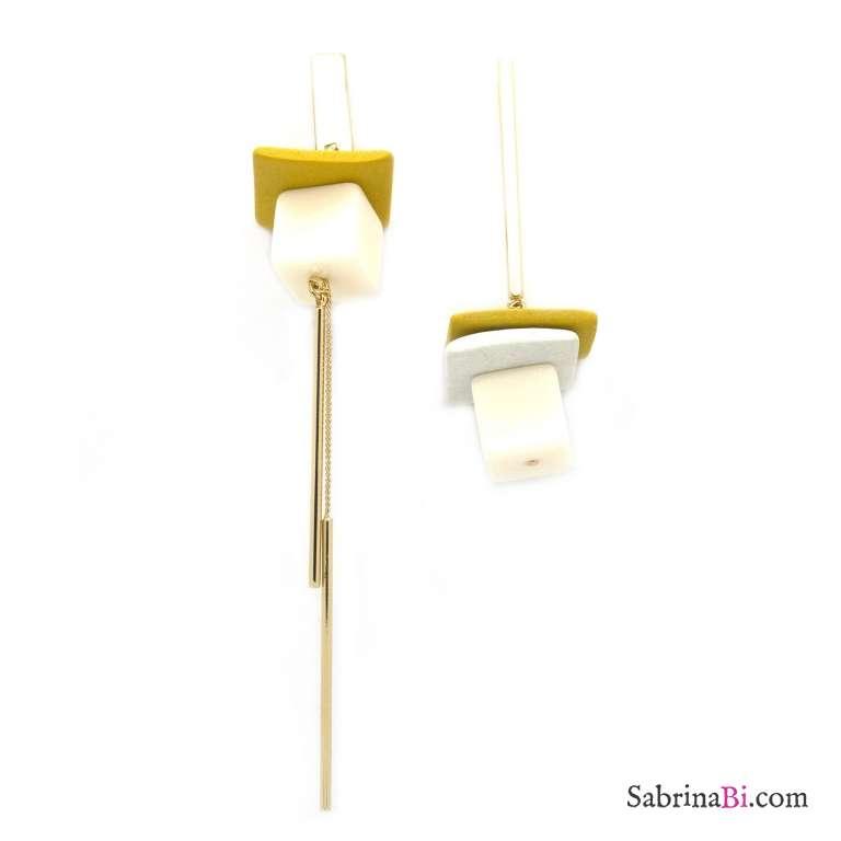 Orecchini pendenti asimmetrici oro elementi gialli