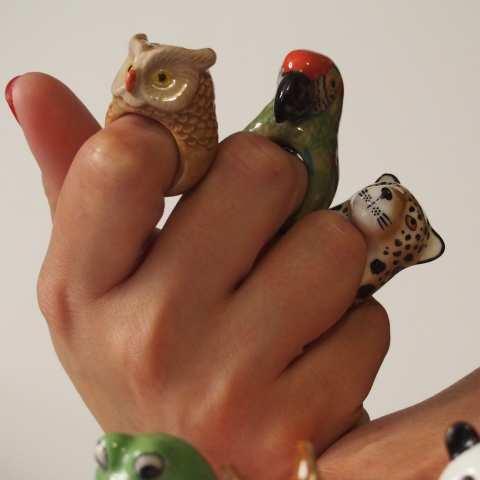 Anello in porcellana Pappagallo verde Coco tg. M