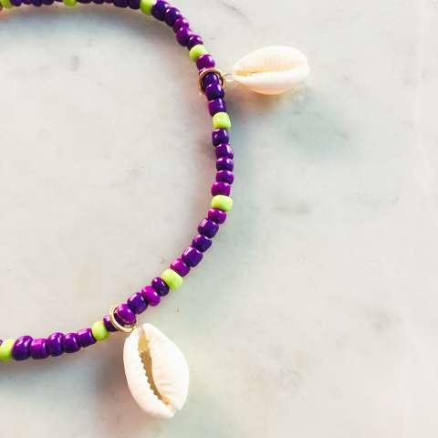 Cavigliera perle di vetro viola e verdi con conchiglie