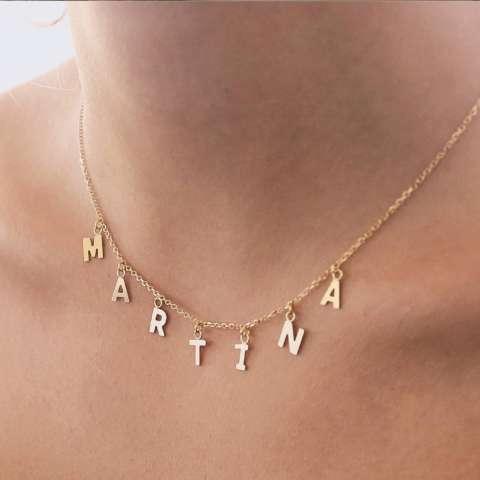 Collana girocollo oro 9K con 9 lettere pendenti
