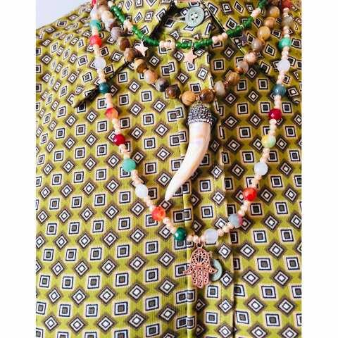 Collana lunga pietre dure multicolor Mano di Fatima