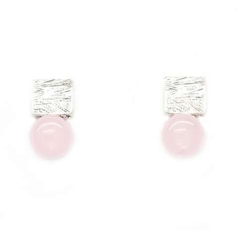 Orecchini corti argentati perla rosa
