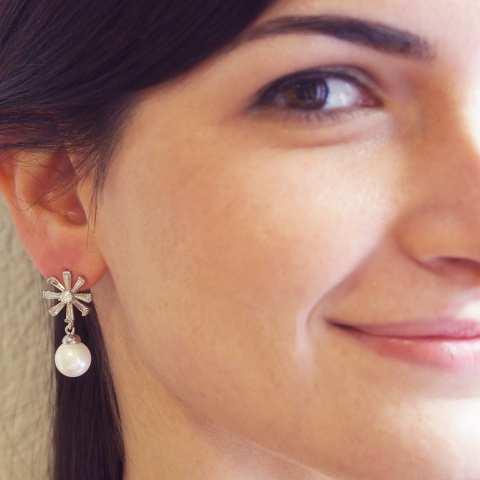 Orecchini pendenti perla e fiore cristalli Swarovski